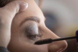 fermer œil maquillage pour les yeux paupière le fard à paupières fille charme maquillage mascara peau femme